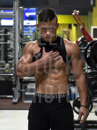 Bodybuilder looks bad and shows abs in the gym